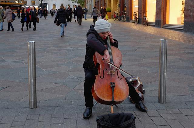 Concerto pour violoncelle et passants indifférents