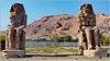 LUXOR : statue giganti all'ingresso alla valle dei Re