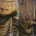 Oeuvre faite avec plus de deux millions de capsules de bouteilles de Brandy , et cousues au fil de cuivre .