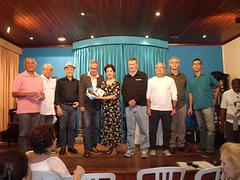 Poetas e declamadores presenteados com livros de poesias