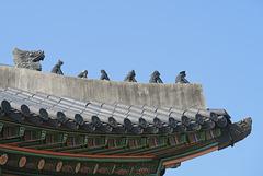 Grotesques de toit, Palais Gyeongbokgung, Séoul (Corée du Sud)