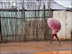 Photo de rue sous la pluie
