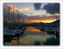 Puesta de sol en el puerto.