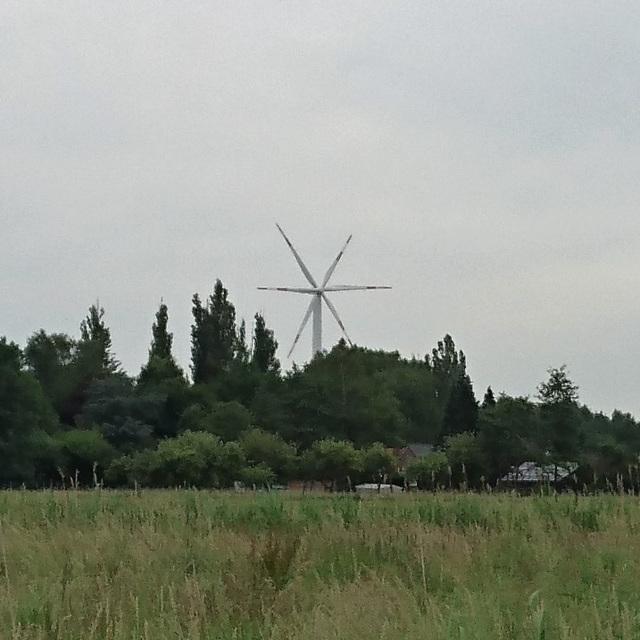 2 Windräder (zwei hintereinander)