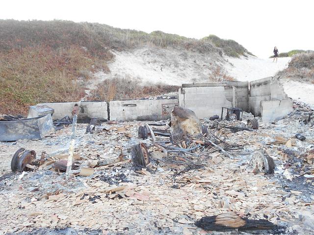 DSCN5507 - Rancho do Seu Aparício queimado