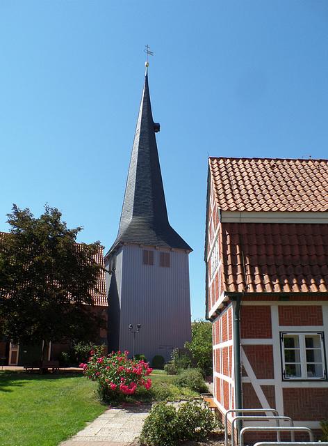 Der Kirchturm in Borstel bei Jork