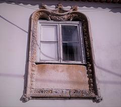 "A ""Manuelino's Gothic"" window lost in Aljubarrota"