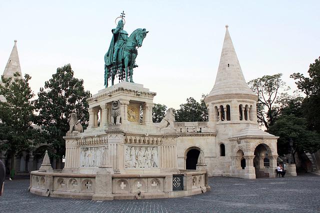 Statue des Hl. Stefan vor der Fischerbastei