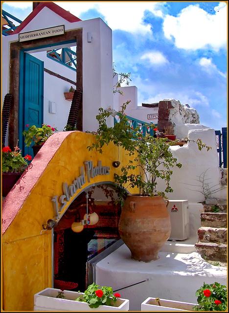 Santorini: Un angolo allegro di Oia - (970)