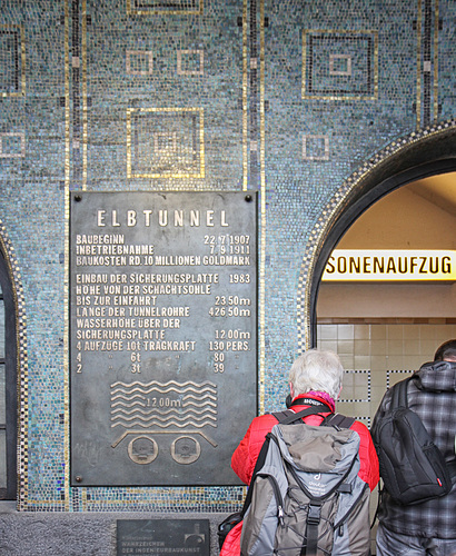 Entrance to the Elbe tunnel