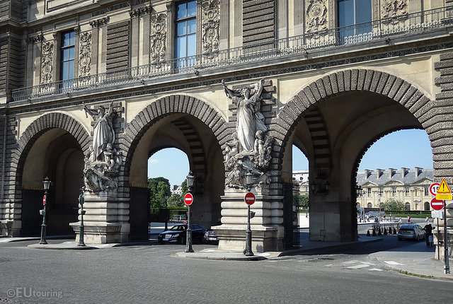 Arches and statues on the Louvre