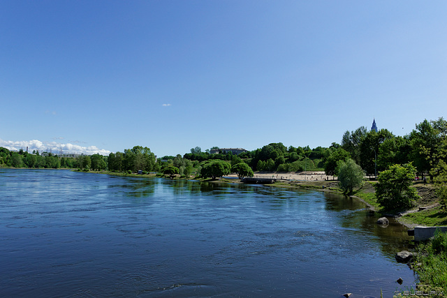am Ufer der Narva (© Buelipix)