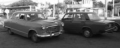 Deux taxis des belles années d'autrefois (Cuba)