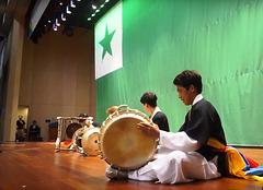 La 102a UK Seulo 2017 - junaj tamburistoj kadre de la Nacia vespero