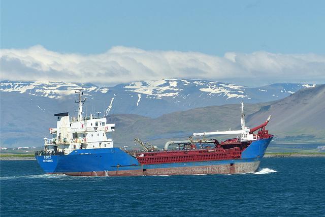 Sóley crossing Reykjavik Harbour (3) - 19 June 2017