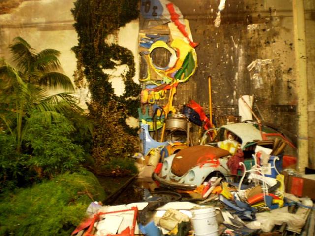 Waste versus Nature, by Bordalo II.