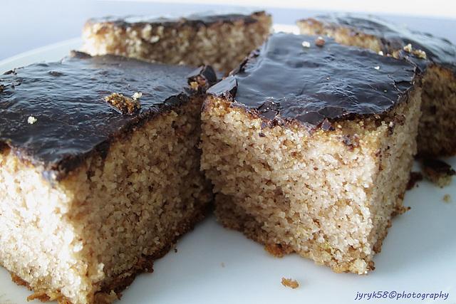 Apple - walnut Cake