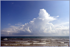 Nuages et mer, Espagne. Nuages et mer, Espagne.  Clouds and sea, Spain.