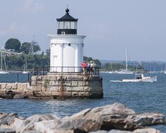 fineart-lighthouse-people-fishingboat