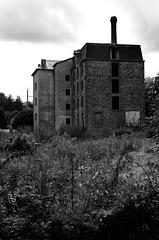 Le Moulin Abandonné