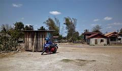 Notre moto stationnée (Laos)