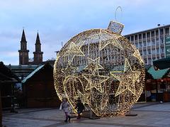 Begehbare Weihnachtskugel in Ludwigshafen am Rhein