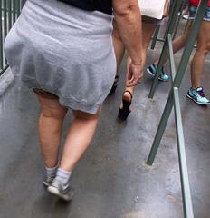 Toutoune de train en souliers sexy / Train express chubby girl in sexy shoes