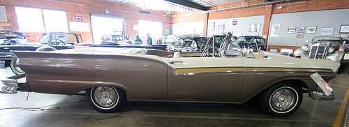 1957 Ford Fairlane 500 Skyliner (5052)