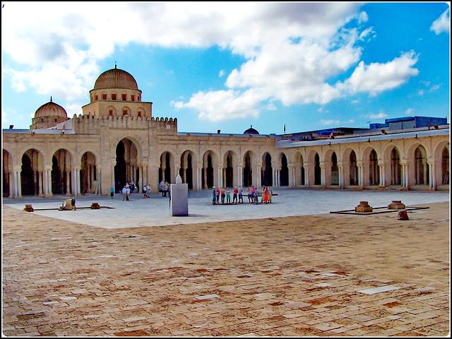 Kairouan : ancora una immagine sulla grande moskea Ucba, poi si va a Monastir