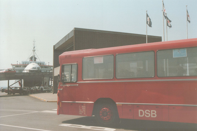 DSB bus at Ebeltoft ferry port - 28 May 1988 (Ref: 67-32)