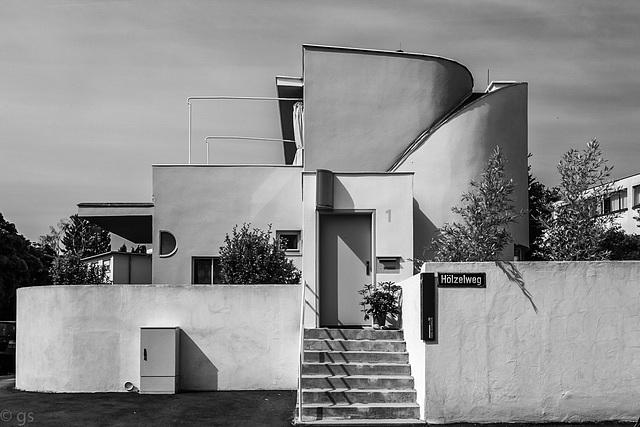 Haus 33- Einfamilienhaus von Hans Scharoun (4xPiP)