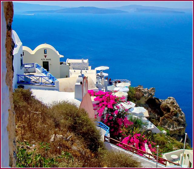 Santorini : ombrelloni e colori