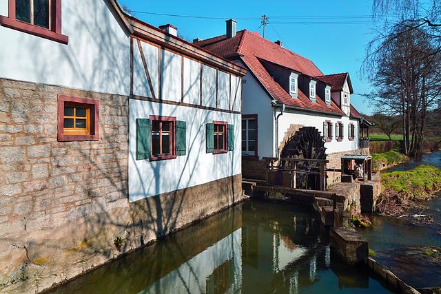 Es klappert die Mühle am rauschenden Bach ...  The weel of the mill pond goes merrily round ... HFF