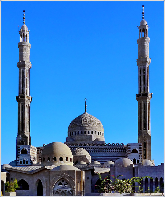 Sharm el Sheikh : in questa immagine si vede la grandezza di questa moskea : le cupole e i minareti  - Salam Mosque