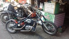 Modified motorbike with a Thaï touch / Moto modifiée à la Thaïlandaise