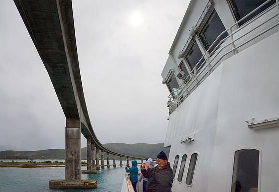 MS Vesterålen crossing Hadsel bridge
