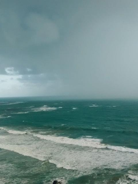 rain on the sea2