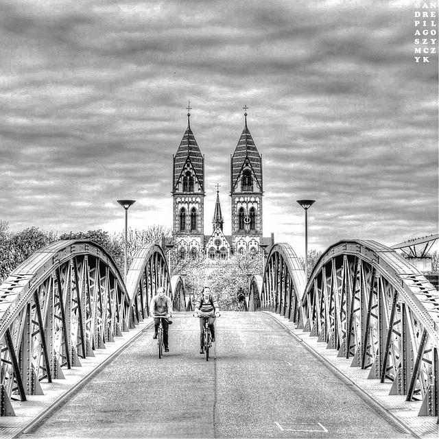 Freiburg, Wiwilíbrücke (Blaue Brücke) overexposed