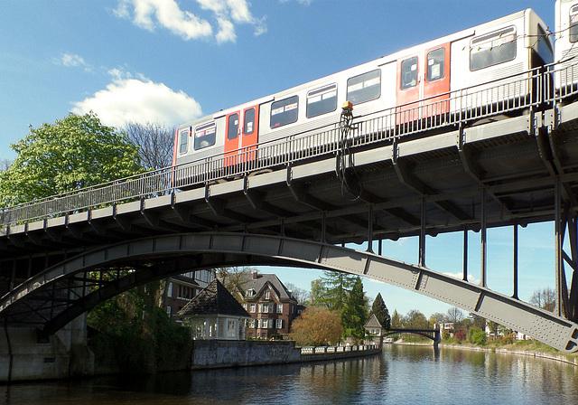 15/50: Hochbahnbrücke über die Alster - HFF everyone (PiP)