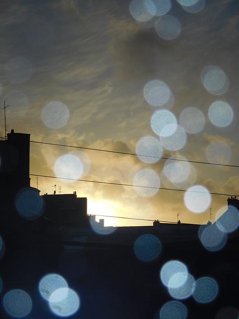 au coucher du soleil un jour de pluie