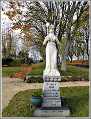 Statue de l'abbé Jacut (Vième siècle) dans le parc de l'abbaye de Saint Jacut sur Mer (22)
