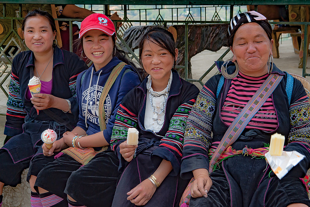 Dao women having their rest