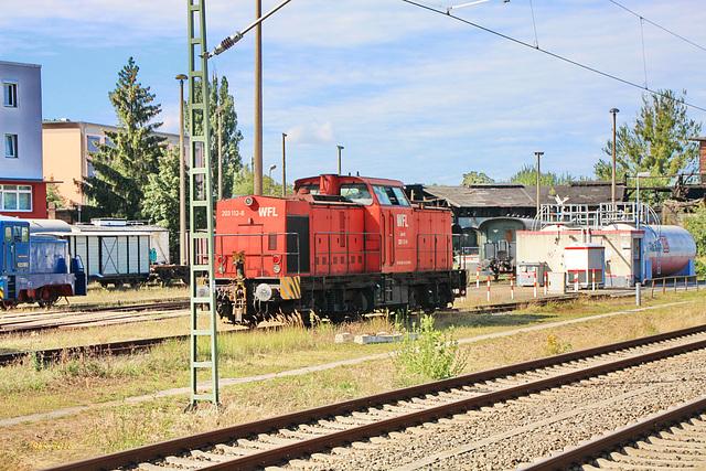 Diesellok V 100 (WFL 203 112-8) in Schwerin unterwegs zur Dieseltankstelle