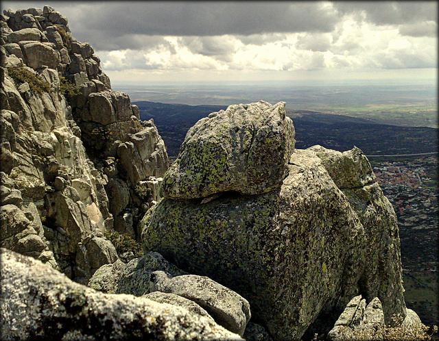 Granite ridge and La Cabrera Town
