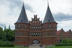das Holstentor, wahrscheinlich das am meisten abgelichtete Objekt in Lübeck (© Buelipix)