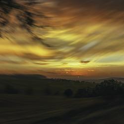 Lever de soleil sur la Vallée de la Leze arrière pays Toulousain (Occitanie-France)