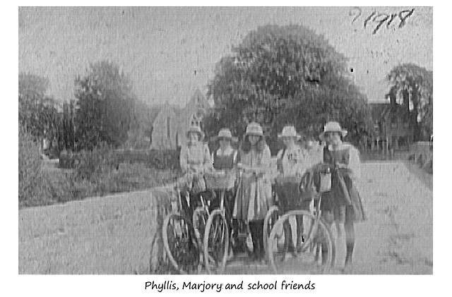 Phyllis, Marjory & schoolfriends - Hereford - 1918