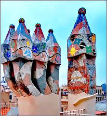 Barcellona : Una buona inquadratura dei comignoli di Casa Batlò