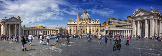 Saint Peter´s square and church on a sunny day