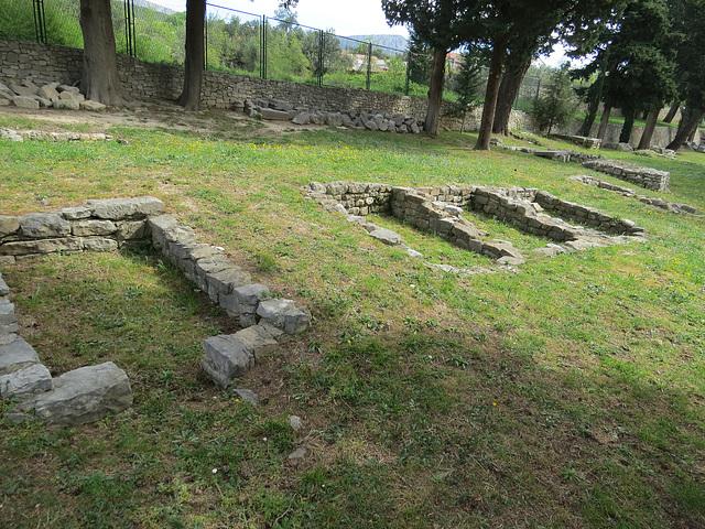 Manastirine : bâtiments carrés au nord ?